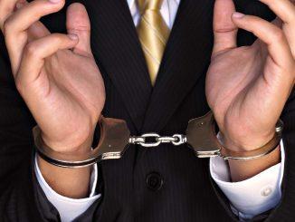 hand_handcuffs_tuxedo_29193_1920x1080