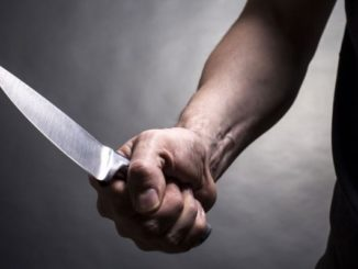 PROOF-COPS-CAN-STOP-A-KNIFE-WIELDING-MAN-WITHOUT-KILLING-HIM